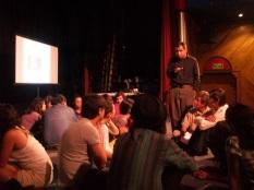 Grupo trabajando sesión de audición dirigida